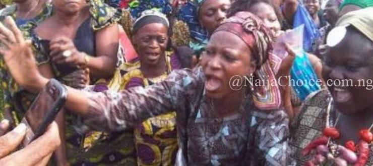 Drama As Anambra Community Women Threaten To Protest N*ked In Public Over Killings