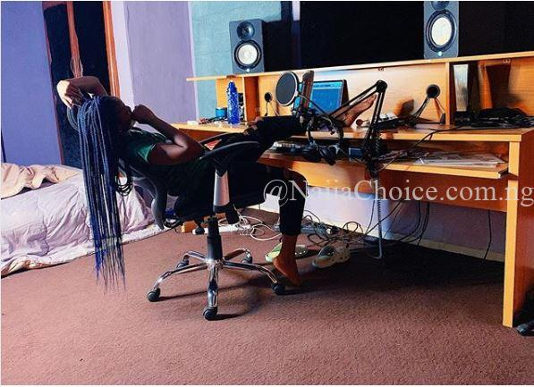 The Workaholic! Popular Singer, Simi Reveals Were She Sleeps These Days (Photo)