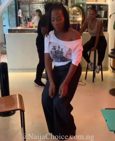 Wow! Nigerian Singer, Asa Caught On Camera Showing Off Interesting Dance Moves (Video)