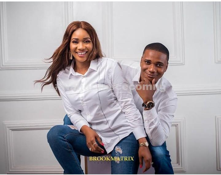 Lady Poses As Her Man Checks Out Her Backside In Pre-Wedding Photos
