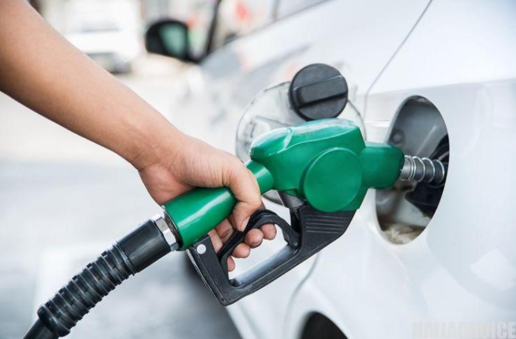 BREAKING: FG Reduces Fuel Price To N130