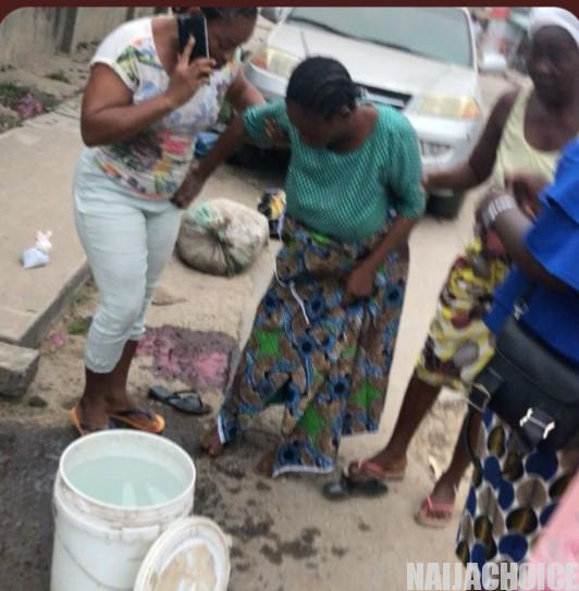 Woman Delivers Baby Girl In The Middle Of The Road In Egbeda (Video)