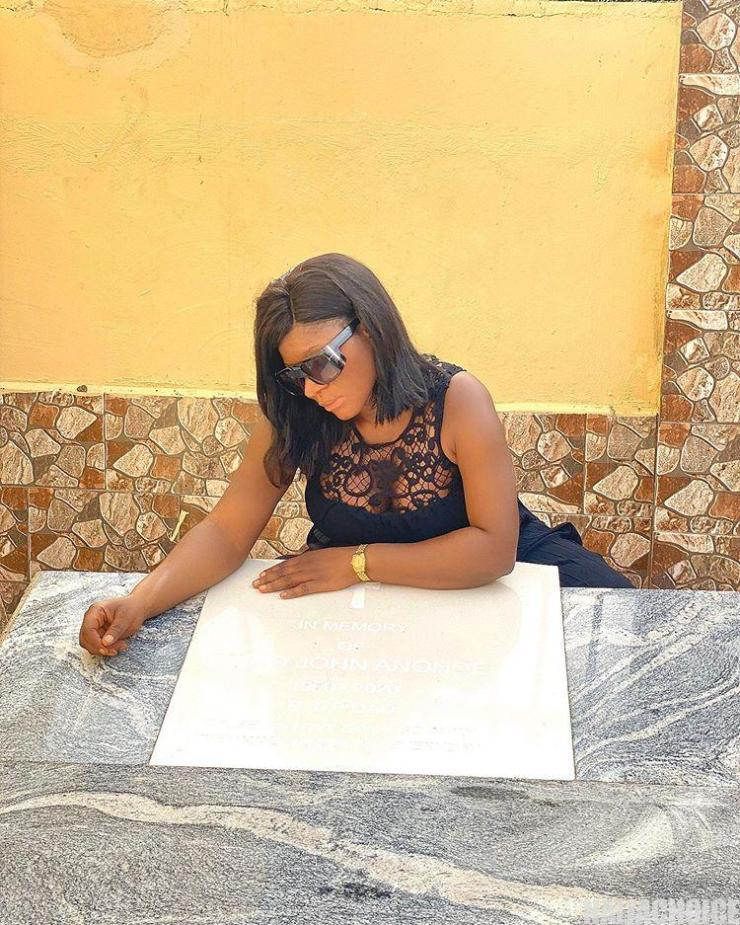 Actress Destiny Etiko Buries Her Father Amid Tears In Enugu