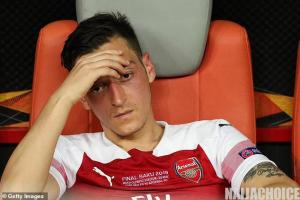 Arsenal Have Paid Mesut Ozil £8,000 A Minute  For NOT Playing This Season