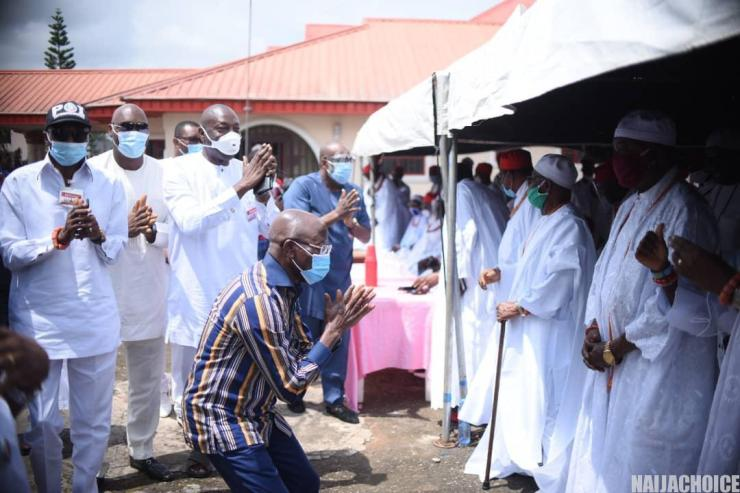 Obaseki: The Moment Oshiomhole Knelt Down  To Beg Benin Council Of Chiefs (Photo)