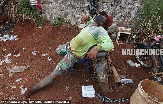Indonesians Who Refused To Wear Face Masks Made To Dig Graves As Punishment (Pics)