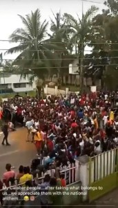 Calabar Residents Sing National Anthem After COVID- 19 Palliatives Warehouse Loot