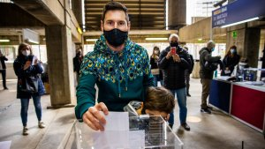 Lionel Messi Votes At Barcelona Presidential Election In Camp Nou (Photos, Video)