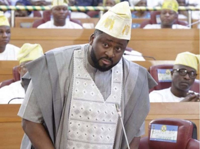 Desmond Elliot taking an oath for another term at the Lagos State House of Assembly