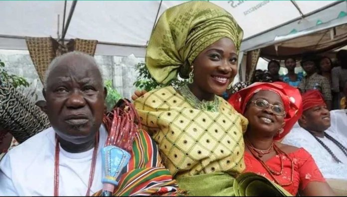 Mercy Johnson (middle) having a great time with her father (left) and late mother (right)
