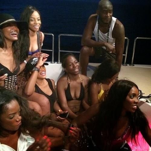 tiwa5 500x500 Tiwa Savage,Husband And Friends Go On Boat Cruise In Dubai (Photos)