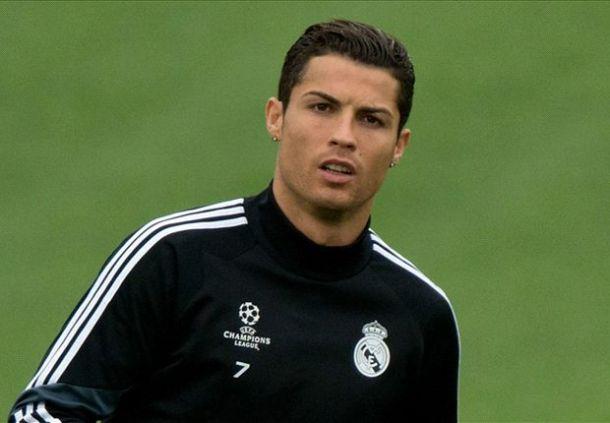 ronaldo Cristiano Ronaldo Acquires Brand New Rolls Royce Phantom [See Photos]
