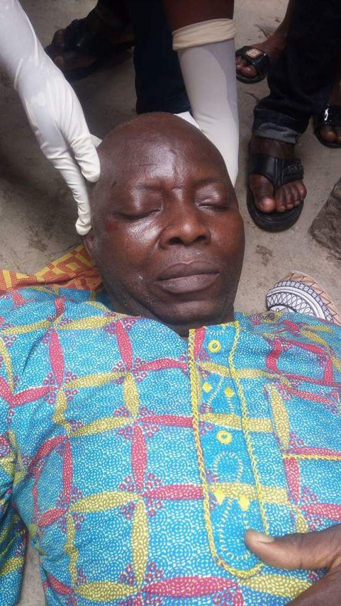 1 198 - This Man Collapsed And Died In Lagos Island In Broad Day Light (Graphic Photos)