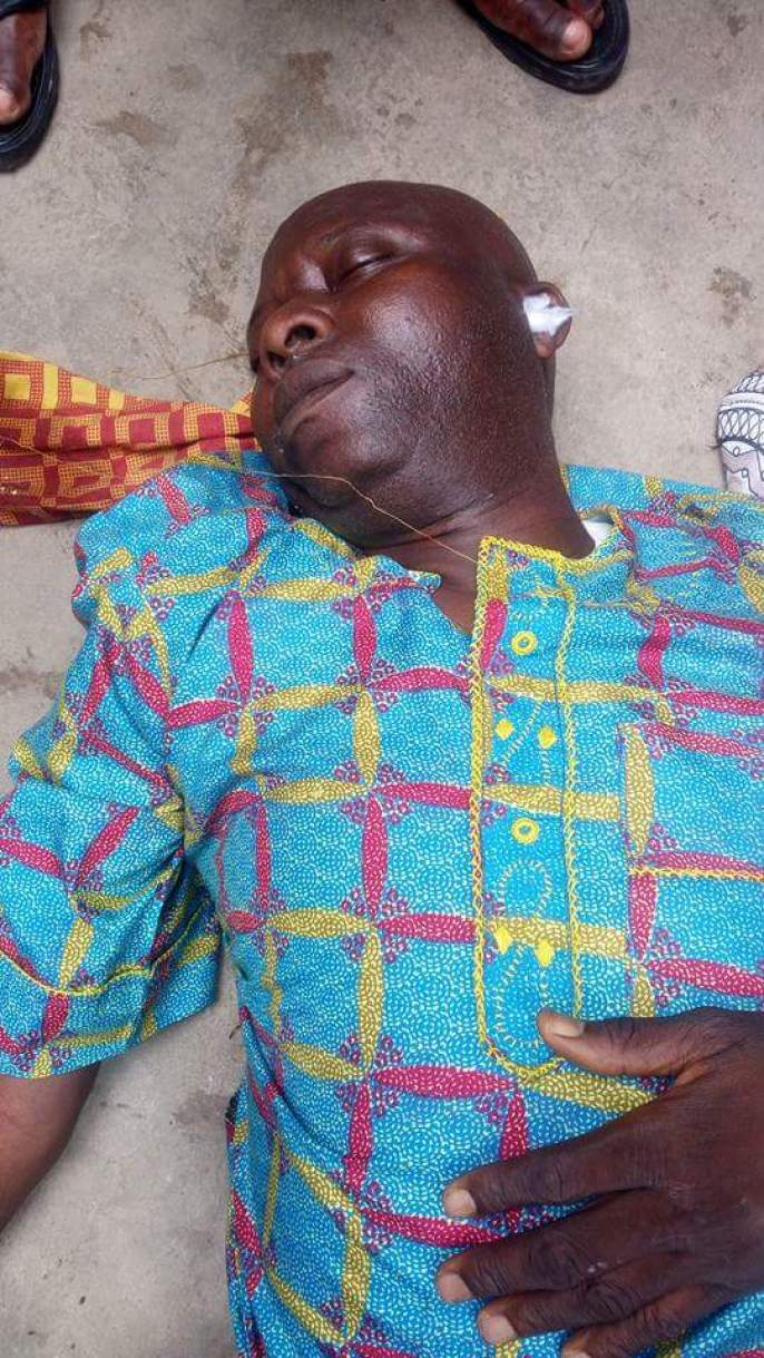 3 89 - This Man Collapsed And Died In Lagos Island In Broad Day Light (Graphic Photos)