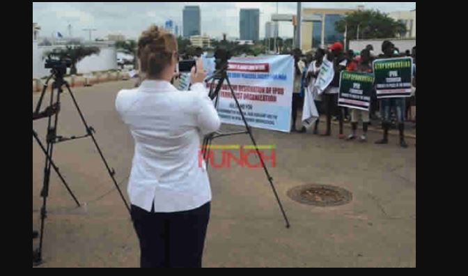 anti ipo - Anti-IPOB Protesters Take Case To American Embassy (Photos)