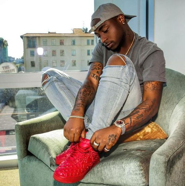 davido p - WOW!! See What Davido Did To A Lady & Her Daughter In South Africa (Watch Video)