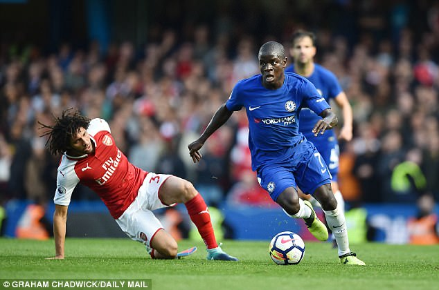 44650D3000000578 4968054 image a 29 1507675483220 - Paris Saint-Germain Eye Chelsea Midfielder N'Golo Kante In £90m' Deal