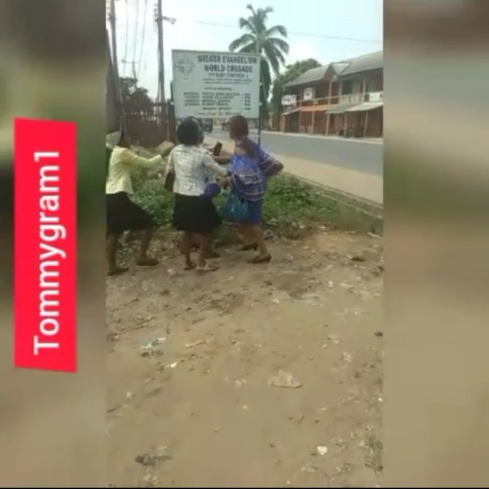 SHAMELESS: Two Ladies Seen Fighting After Church Service  (Photos) 4