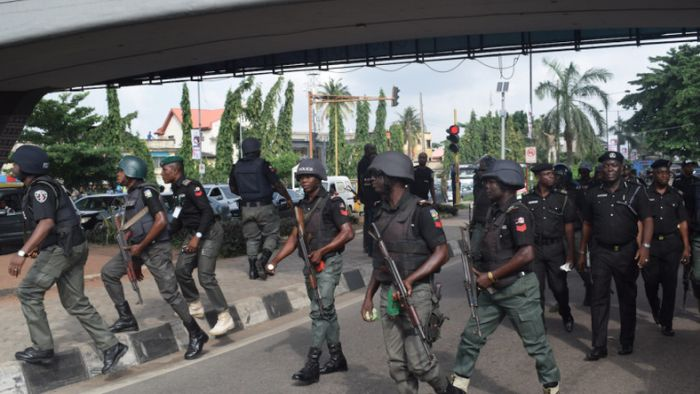 TOO BAD!! Angry Youths Throw Stones At Security Agents Enforcing Lockdown In Kaduna Market