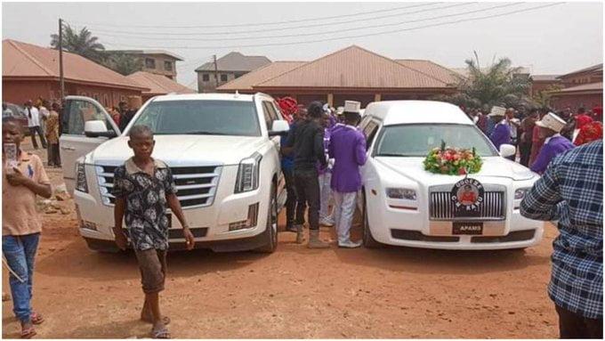 Biafra: Naija News Monitoring Room/Live Reports Of Nnamdi Kanu's Parents' Burial