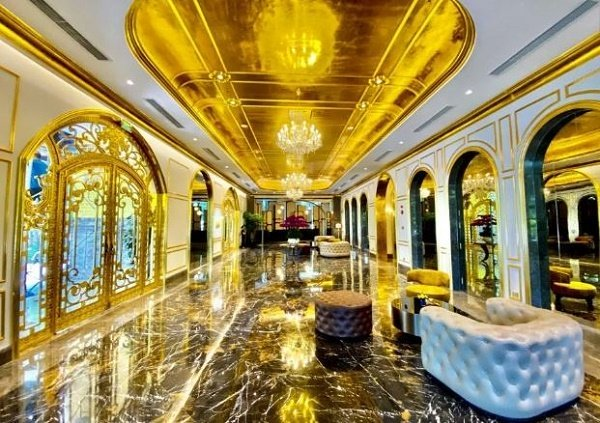 gold hotel 5 - From Bathroom To Swimming Pool, All the things About This Lodge Is Gold Plated (Pictures)