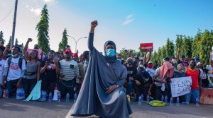 Aisha Yesufu EndSARS - If Anybody Collects Money Drag The Person Out – Aisha Tells #EndSARS Protesters