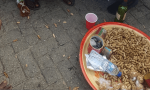 Groundnut Seller - Nigerian Youths Contributes Over N500,000 To Groundnut Seller In Lagos – [Photos]