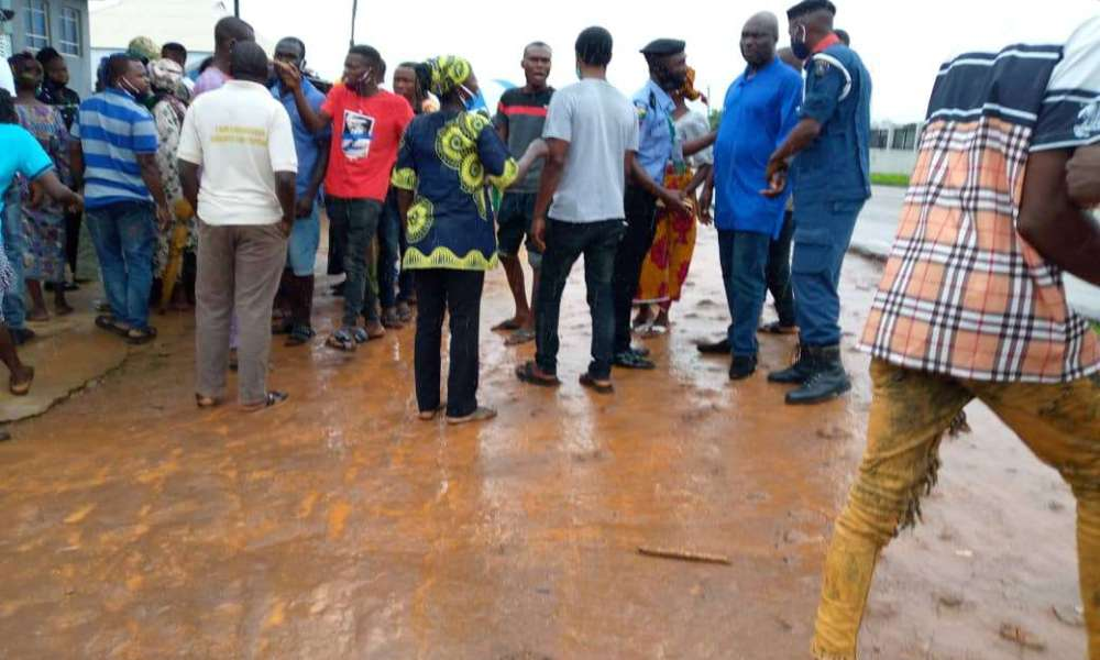 #OndoDecides2020: Fight Breaks Out As Agent Allegedly Share N5000 To Voters