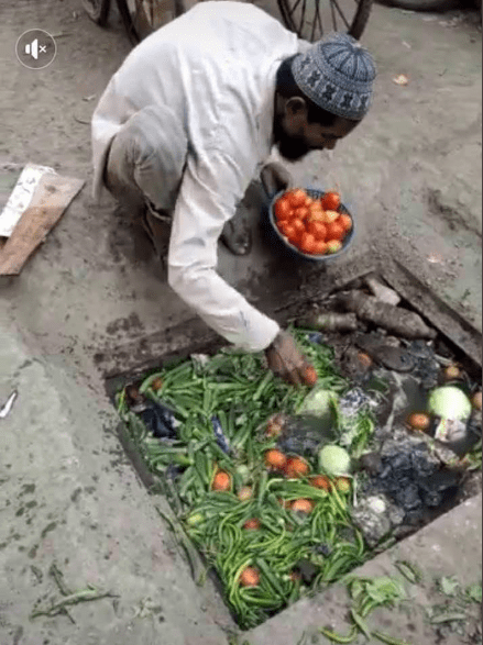 Vegetable seller seen picking his goods from a dirty gutter to sell to unsuspecting buyers (photos) 15