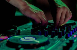 How To Choose A Dj Controller Like A Pro