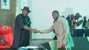 Gov Dickson swears in APC stalwart, 8 Women, 21 others as Special Advisers