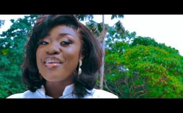 VIDEO: Emelia Brobbey - Fa Me Kor (Remix) Ft. Prince Bright Mp4 Download