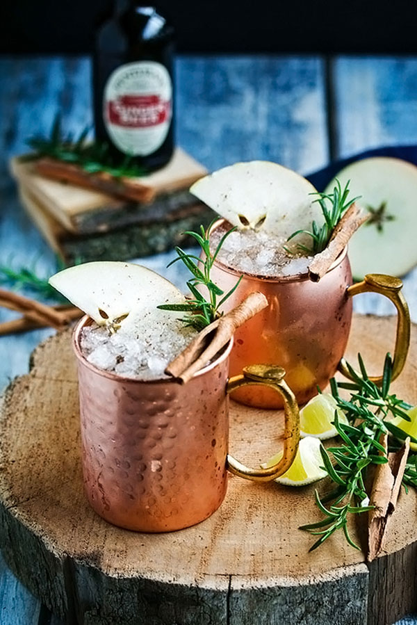 2 apple moscow mules in copper mugs