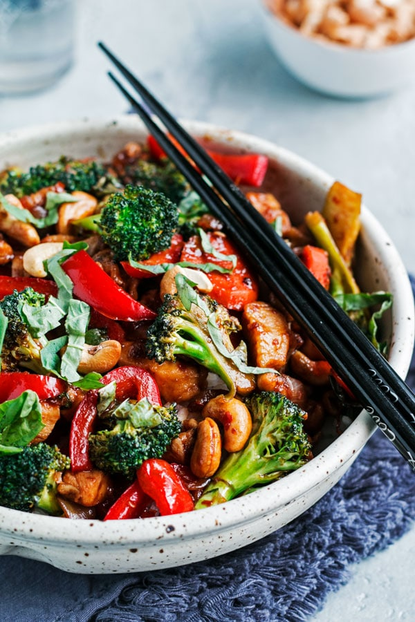 close up shot of a bowl of chicken stir fry