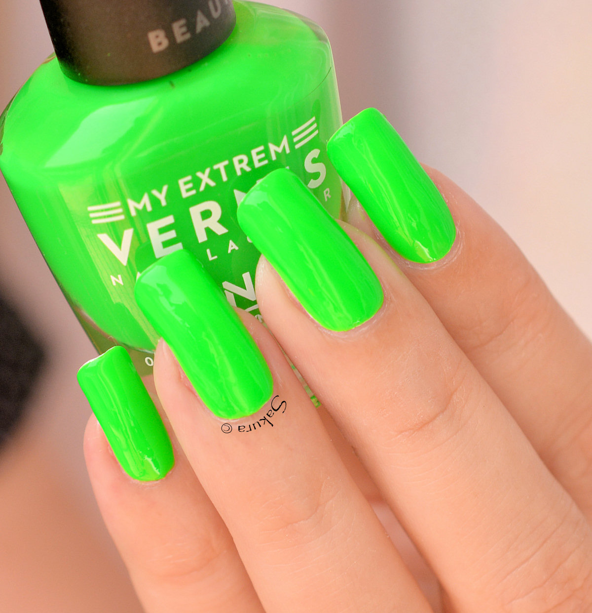 BEAUTY NAILS GREEN FLUO 4