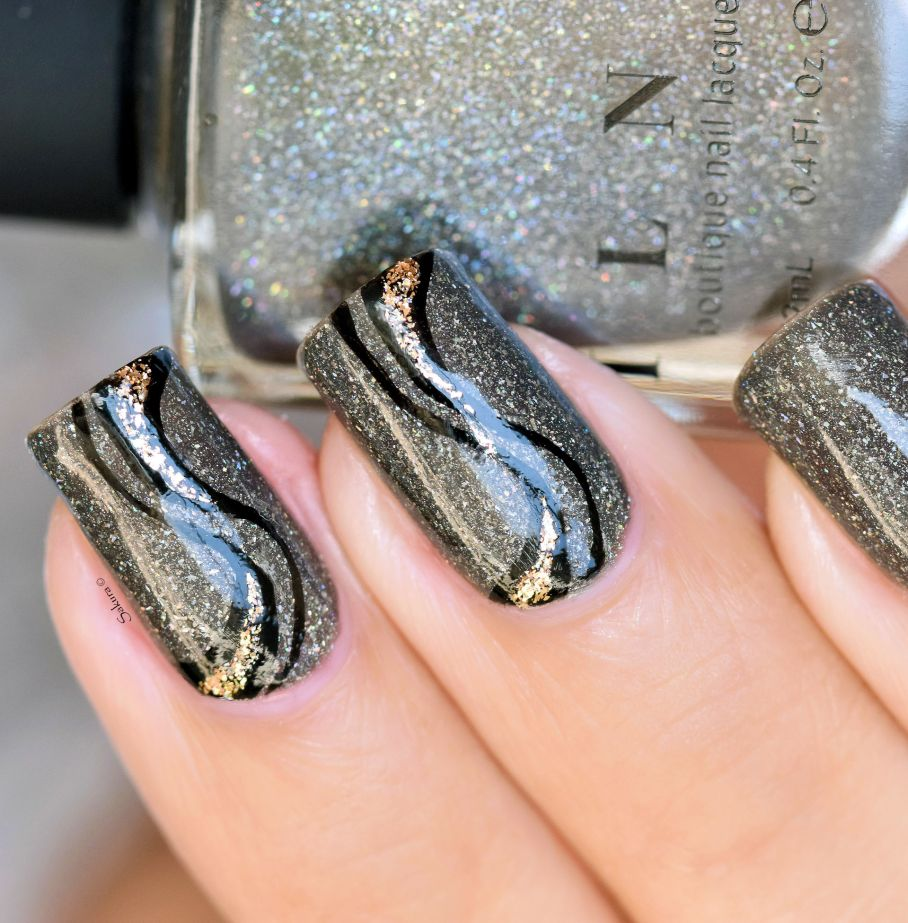 nail-art-stries-or-et-noires