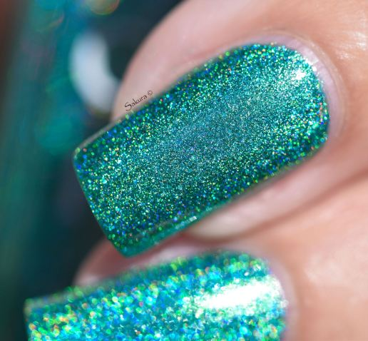 GLAMPOLISH THE HOLO STRICKES BACK 8