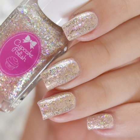 CUPCAKE POLISH DIAMOND OVER NUDE (3)