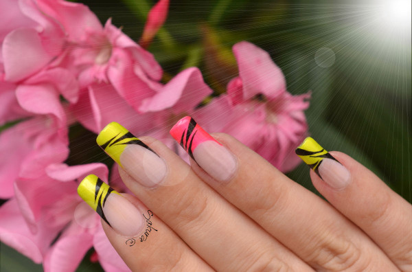 NAIL ART FRENCH FLASHY FLUO 10