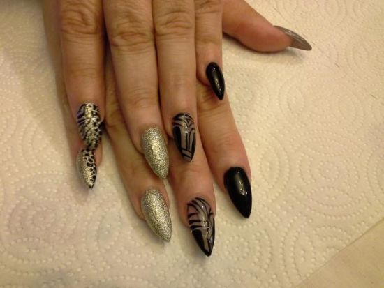 Black and gold celebrity nail idea