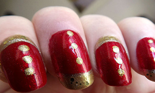 13chuckle Gold Nail Art In Red Nails
