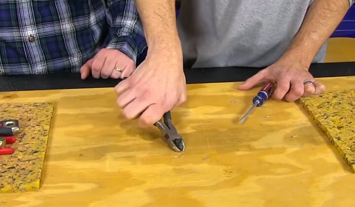 How to Remove Staples from Wood