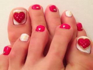 18 Beautiful Nail Art Designs For Feet