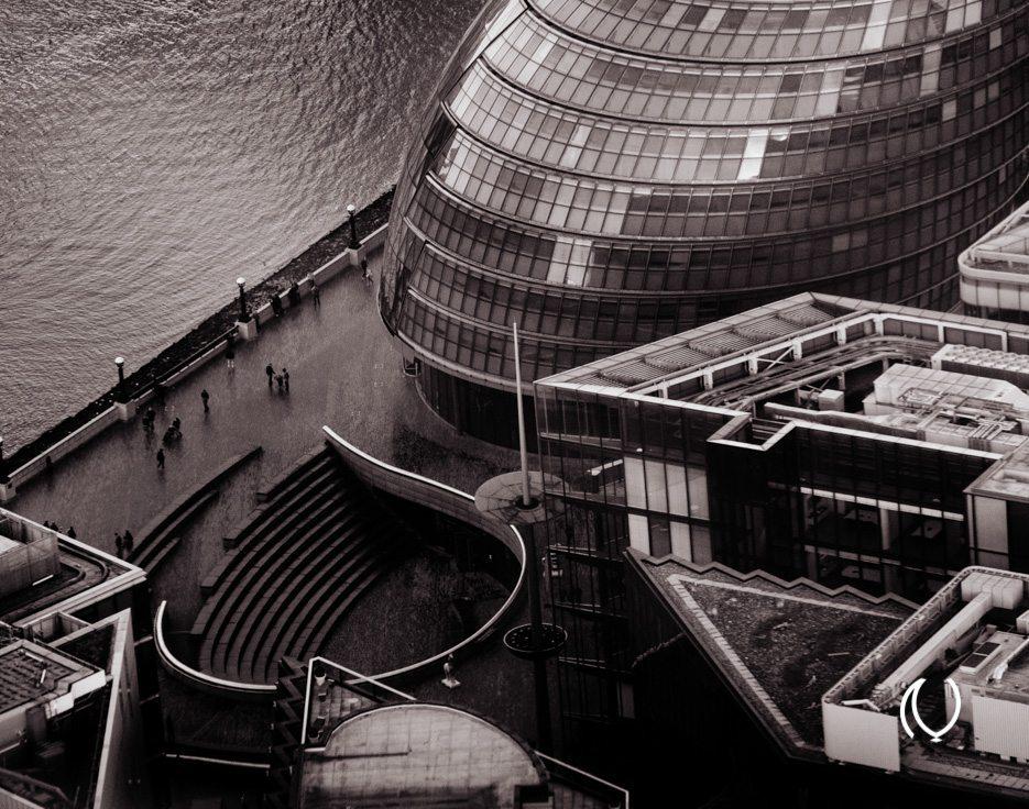 EyesForLondon-View-From-The-Shard-La-Raconteuse-Visuelle-Naina.co-Photographer-Black-White-Travel