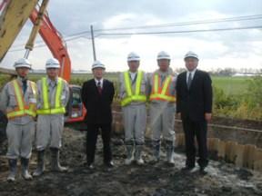 左から、能代谷さん、現場代理人の畠中さん、後藤常務 八木所長、池田主任、中山社長