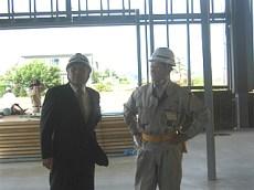 左から、中山社長、杉野森所長