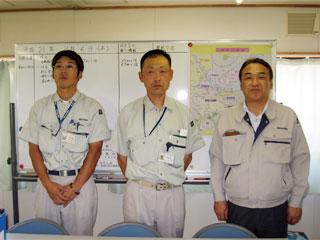 左から小笠原主任、村上係長、中山社長