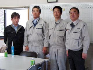 左から 監理・設計事務所の方、瀬戸係長、田中主任、中山社長
