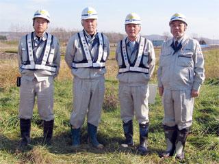 左から吉川さん、佐藤所長、山田課長、中山社長
