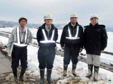 左から 前田さん、荒さん、築田さん、中山社長